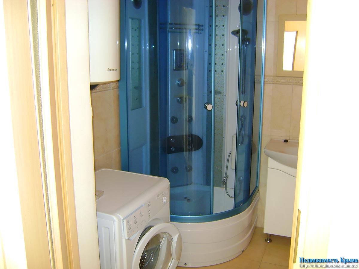 Ванная комната дизайн с душевой кабиной и стиральной машиной