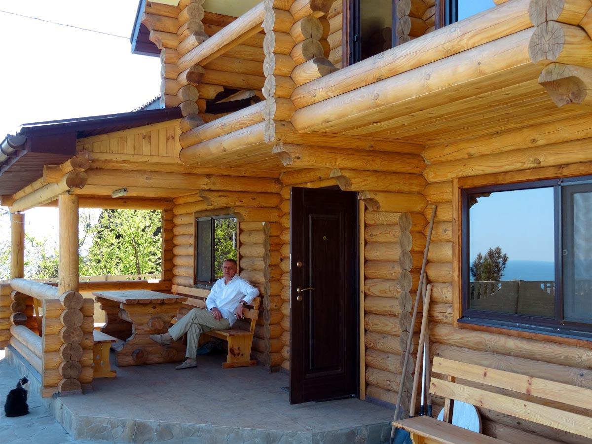 Рубленый дом с террасой реальное фото круглые